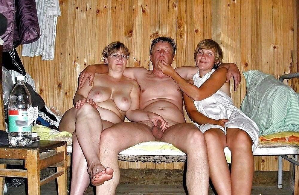 вся семья в бане порно давным-давно известно