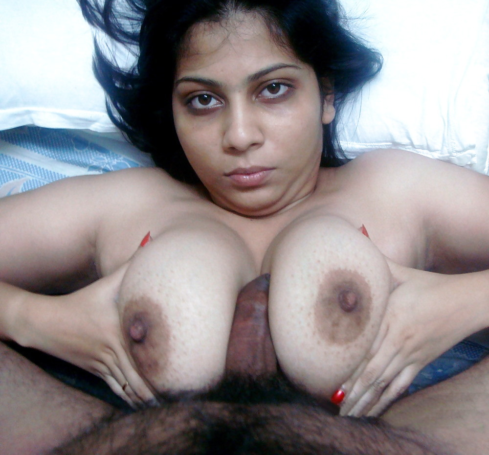 Desi Hot Pakistani Girl Boobs