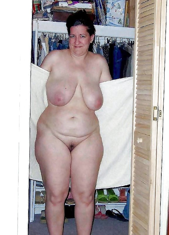 naked-fat-saggy-woman