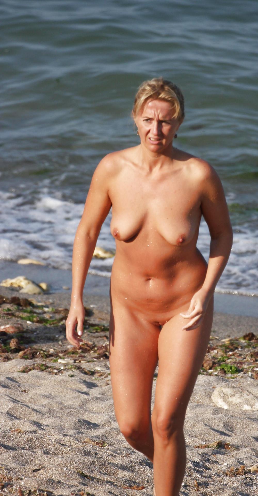 Hot And Sweaty Amateur Mature Beach Babes - 25 Pics -8625