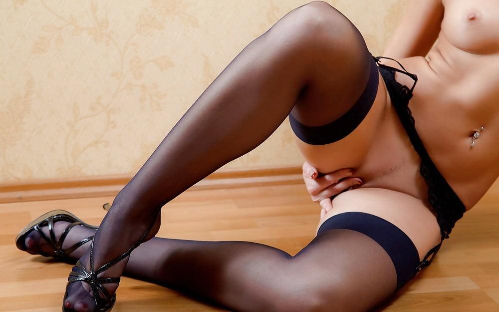 ножки женщин голых в чулках