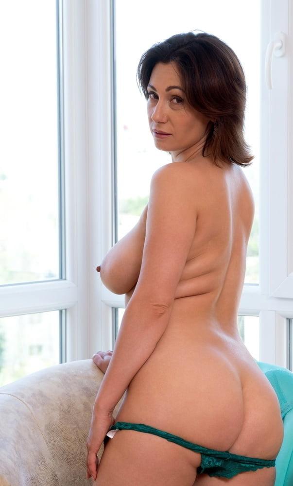 Mature Women 12 - 553 Pics