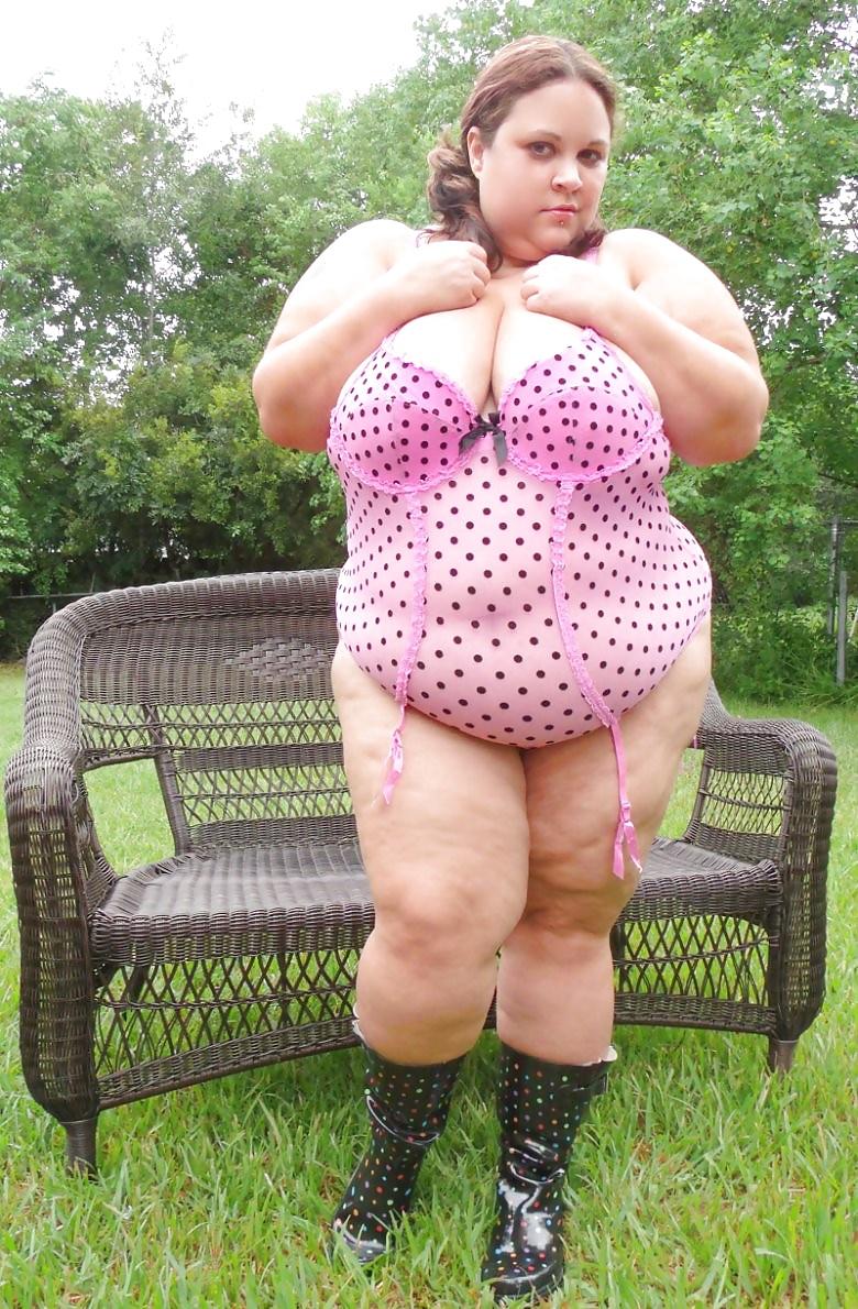 White girl huge boobs