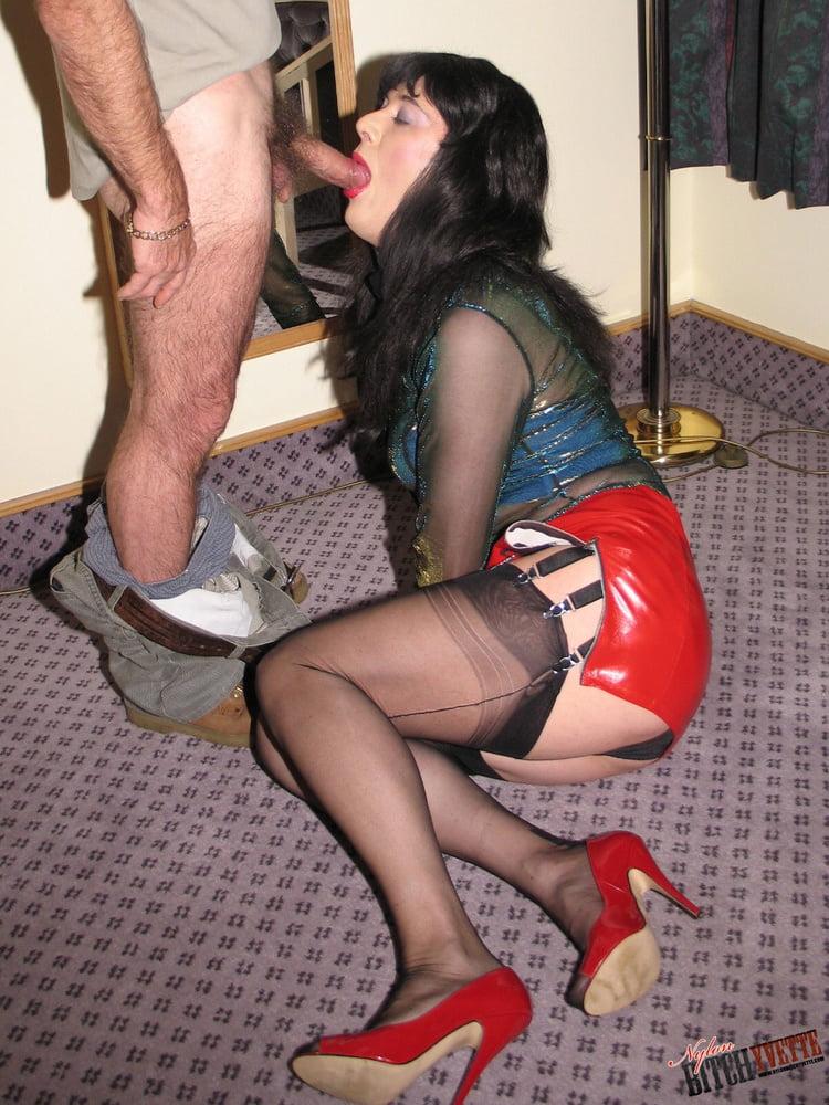 Freundin Muschisaft Toilette Facialsex