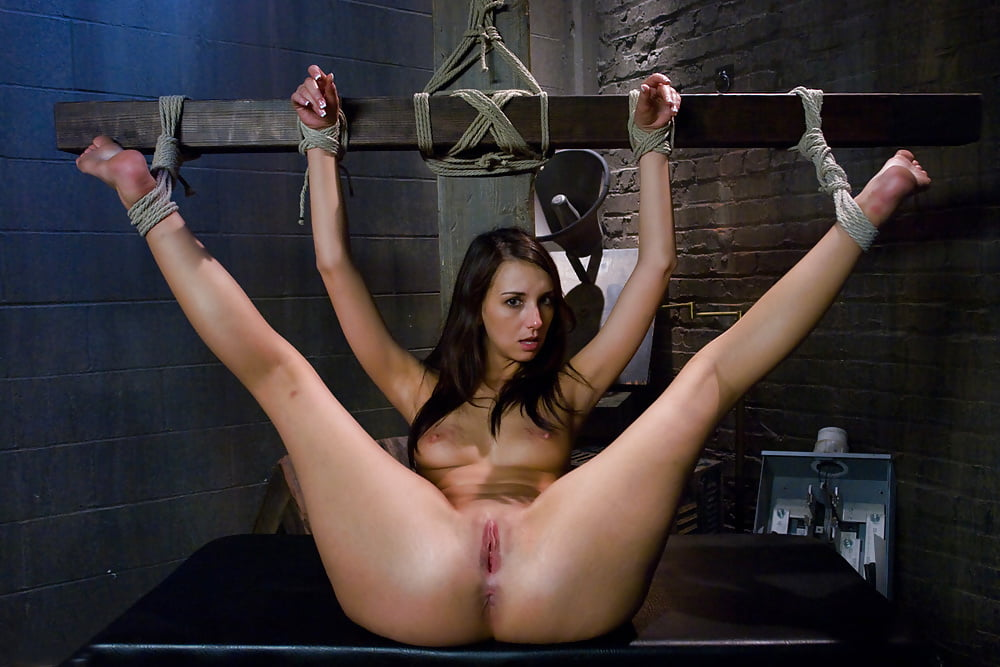 bondage-woman-nude-sex
