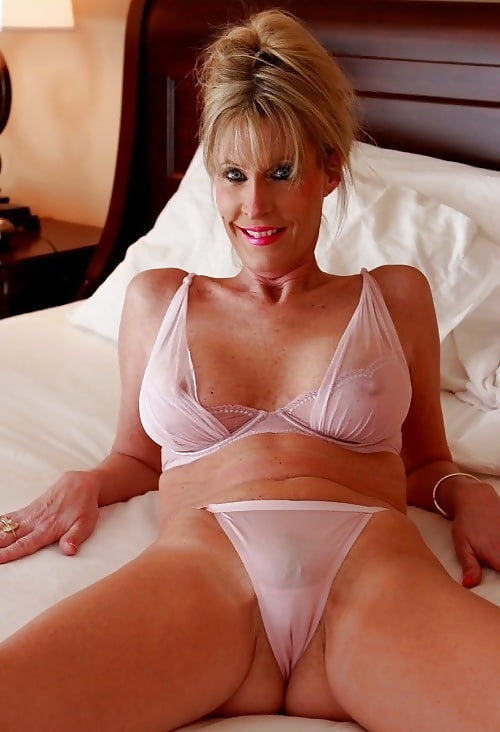 sexy-mature-thumbnail-series-ametuer-cheerleader-nude