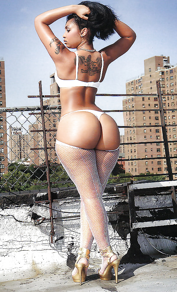Sexy girl slim waist is too sexy