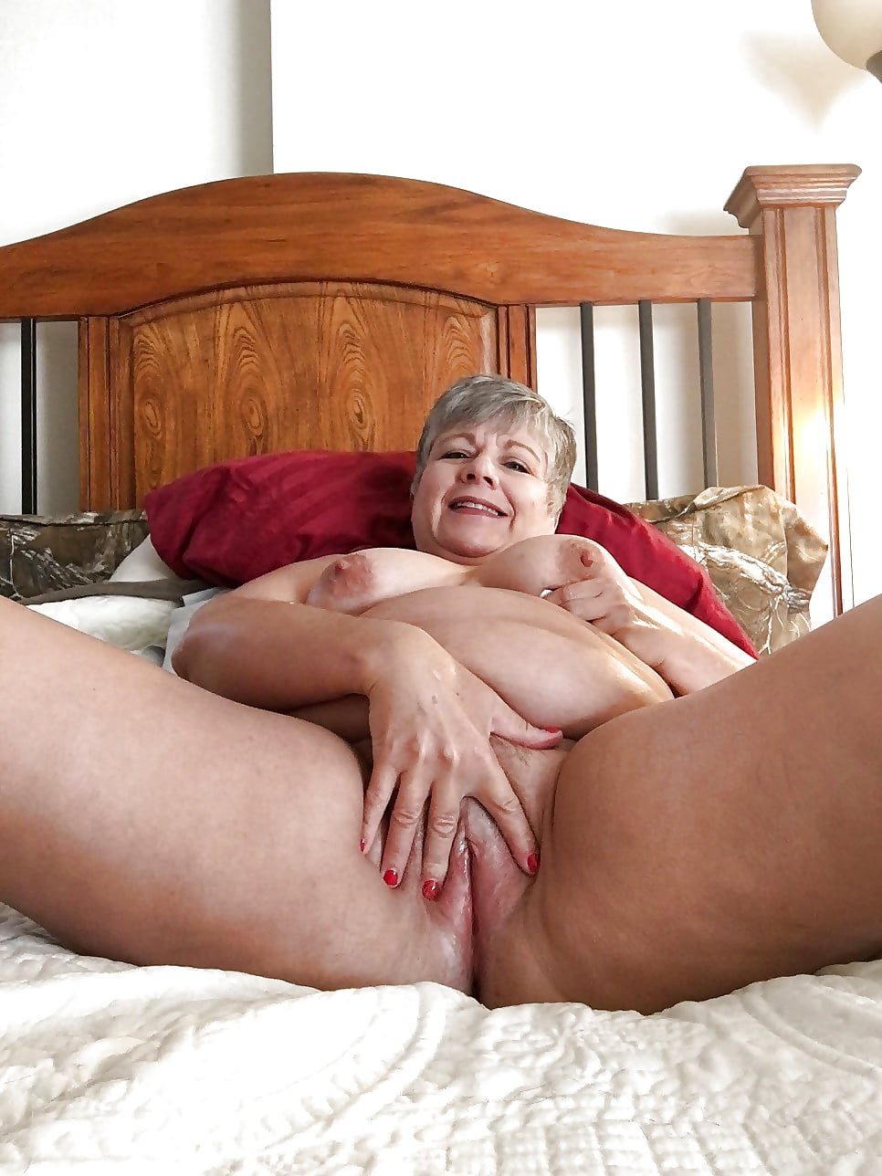 Naked granny grey pussy