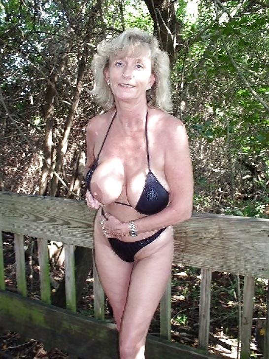 Sexy gilf grannies in bikini