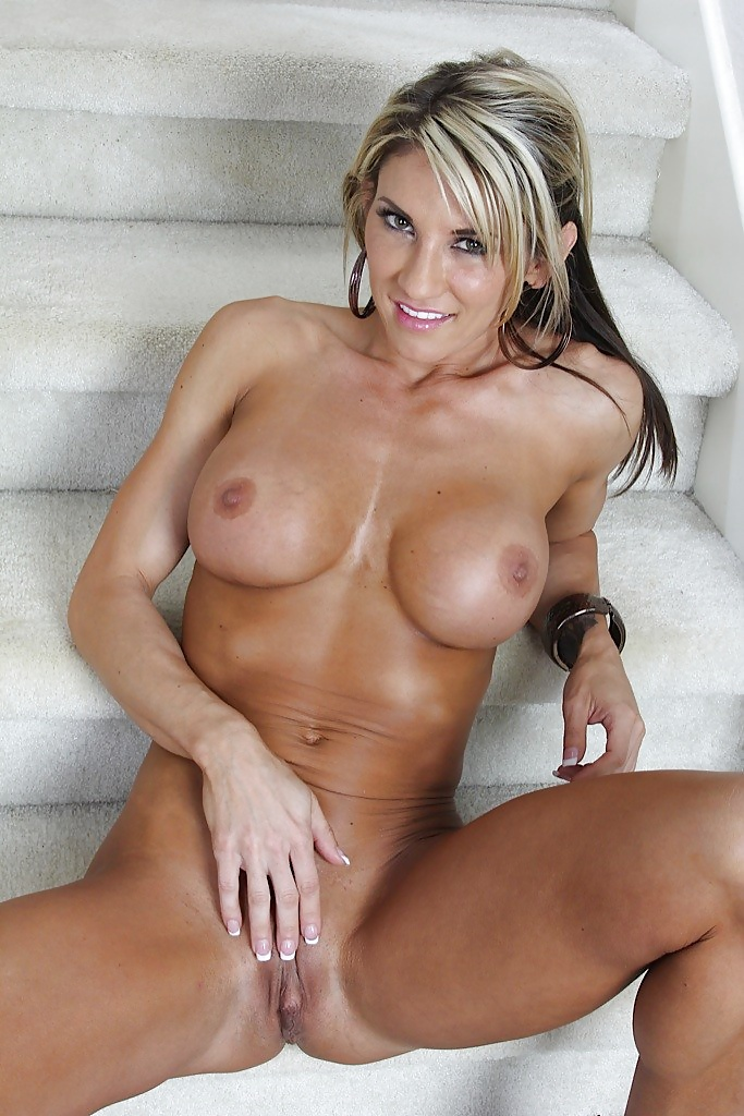 Hot nude mature blonde babe