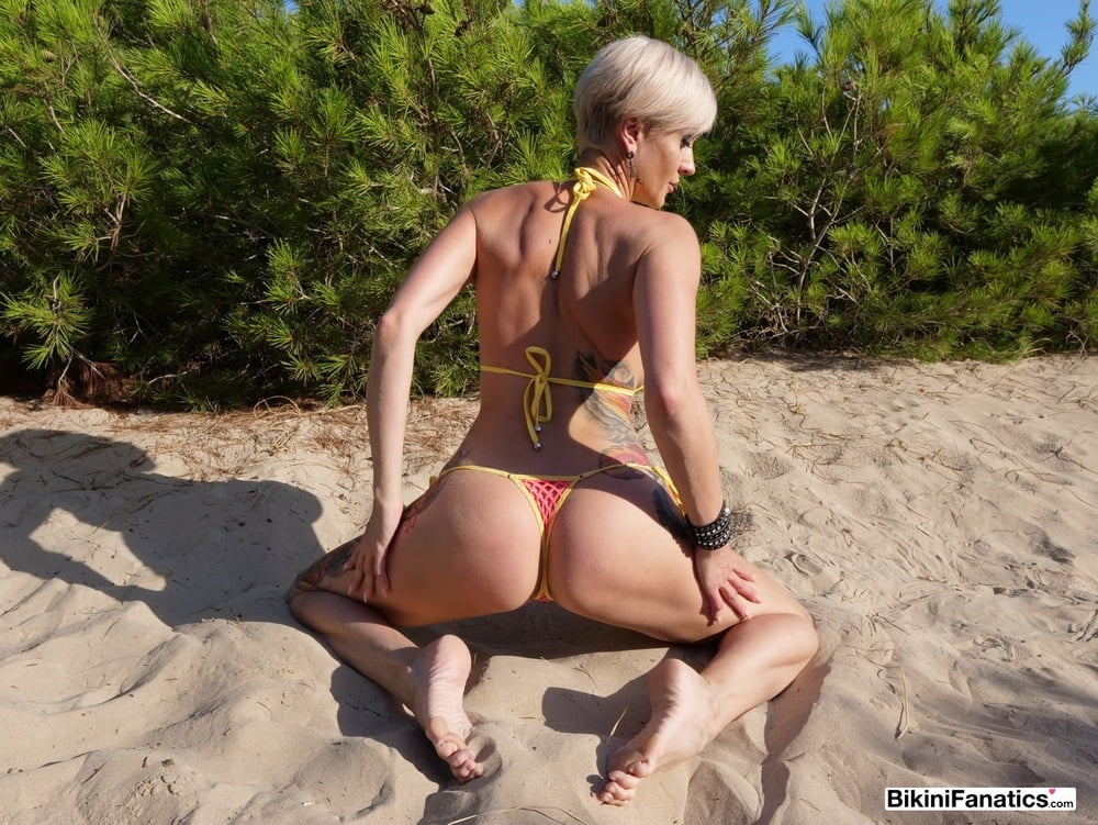 Long legged Euro bikini model goes naked on the beach