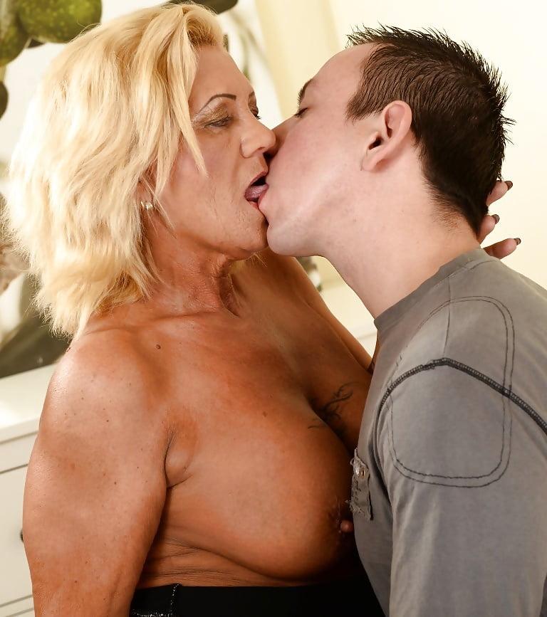 Kissing mature sex pics