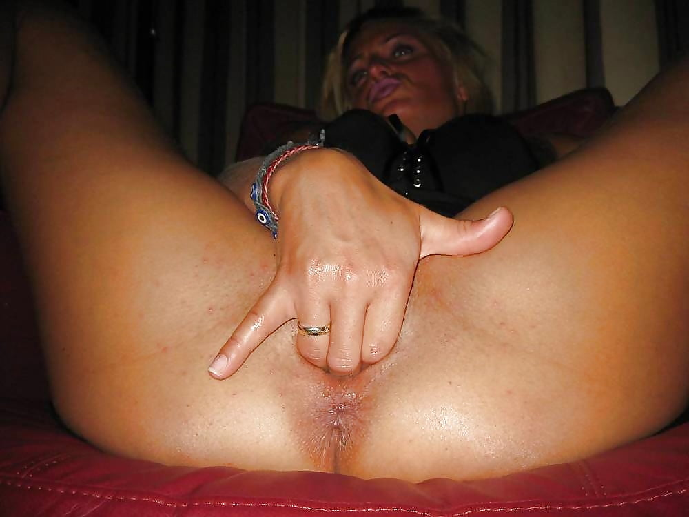 Wife fingers ass — img 2