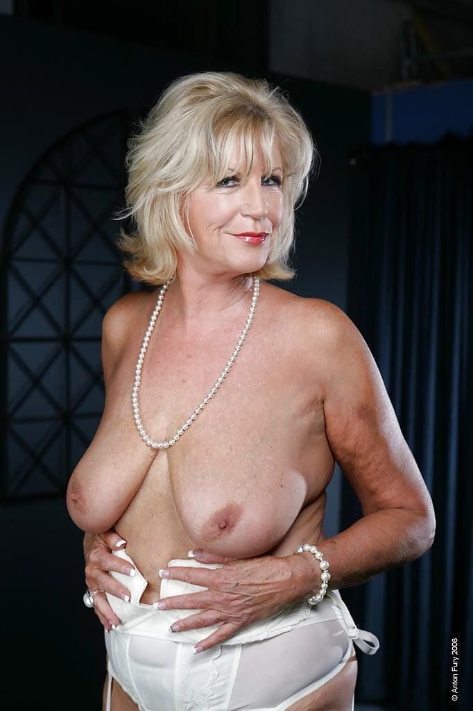 rock-ladies-nude-women-english