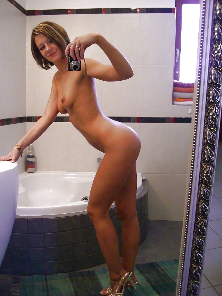 Topless Nude In Englnd Pic