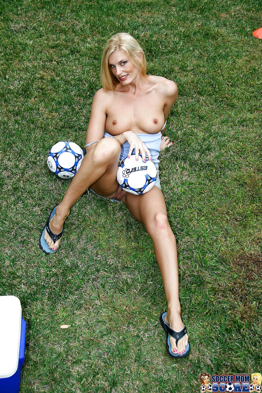 Sexy nude soccer milfs — photo 13