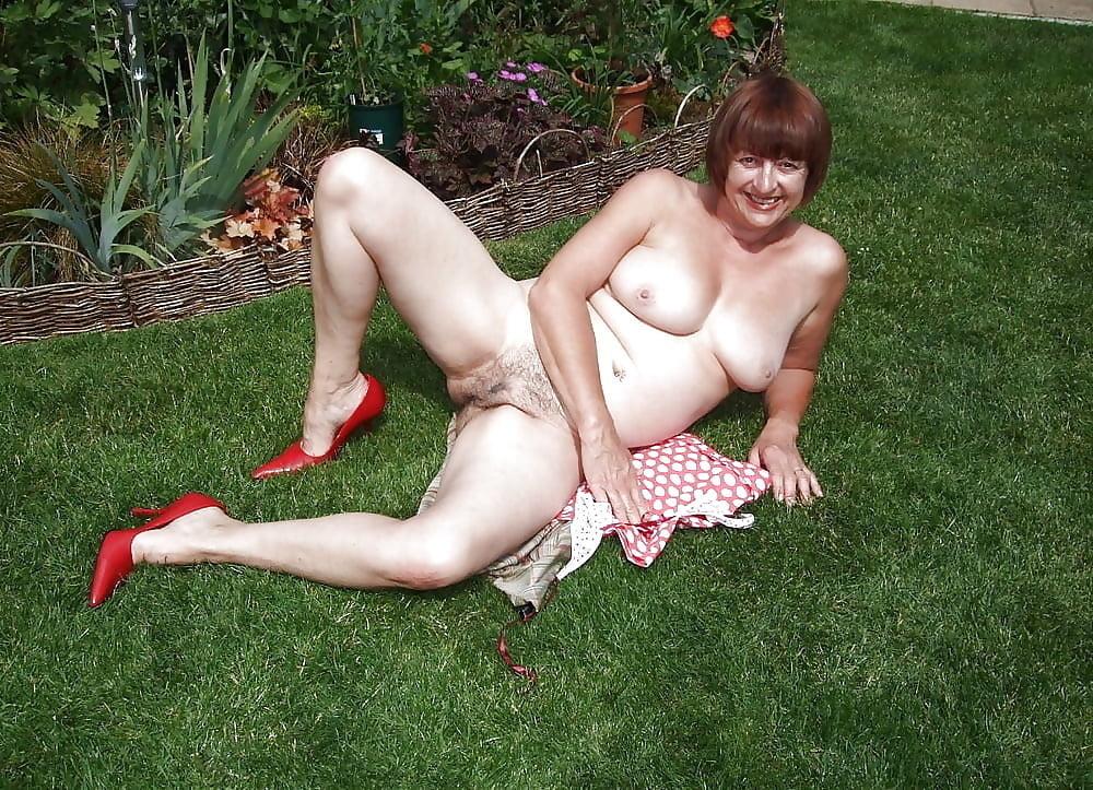 Nude Milf Garden PornPics 1
