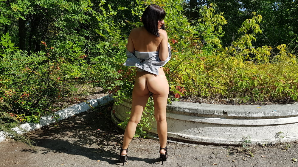 Naked Sexy Milf Shows Her Pussy Outdoors - 14 Pics