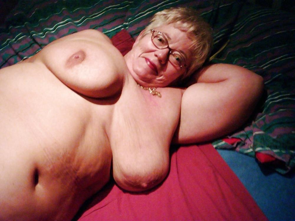 Amateur Empty Saggy Tits Grandma