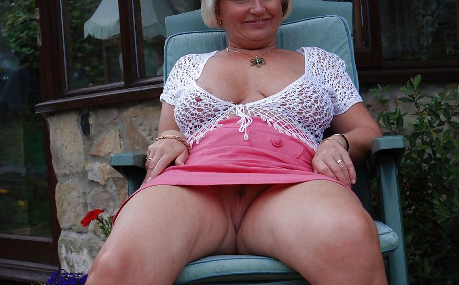 milf-hamster-older-women-flashing-there-pussys-next-door