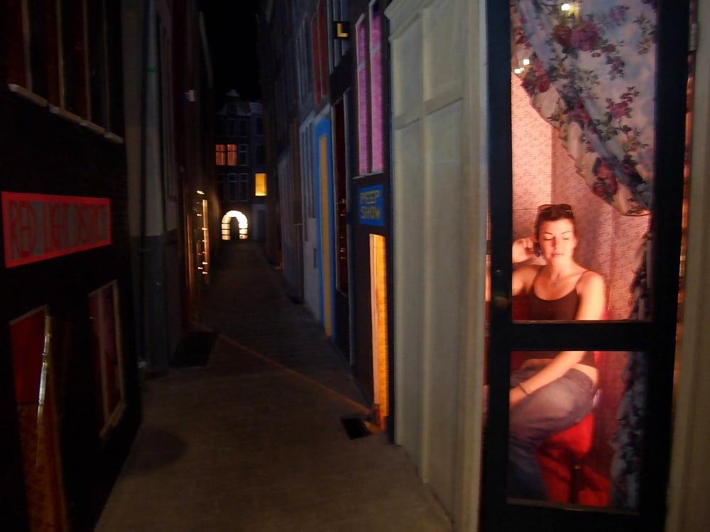 даже порно из квартала красных фонарей фото женщин