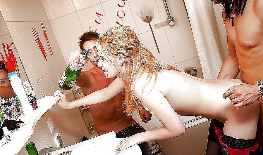 секс русских пьяных студентов на дискотеке в туалете смотреть