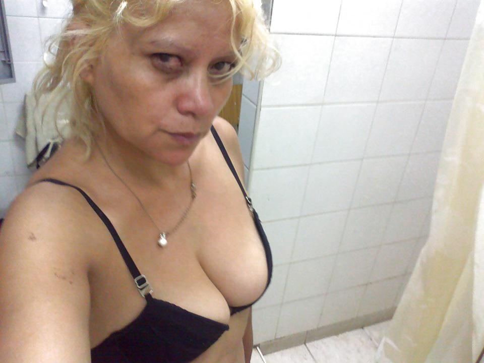 20yo hijab girl from tunisia strip and masturbates - 2 4