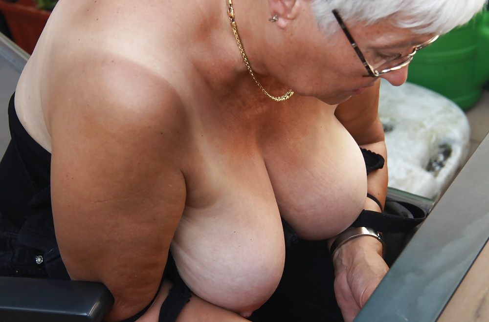 Grannies shows tits, sexy shemale fucked by crossdresser videos