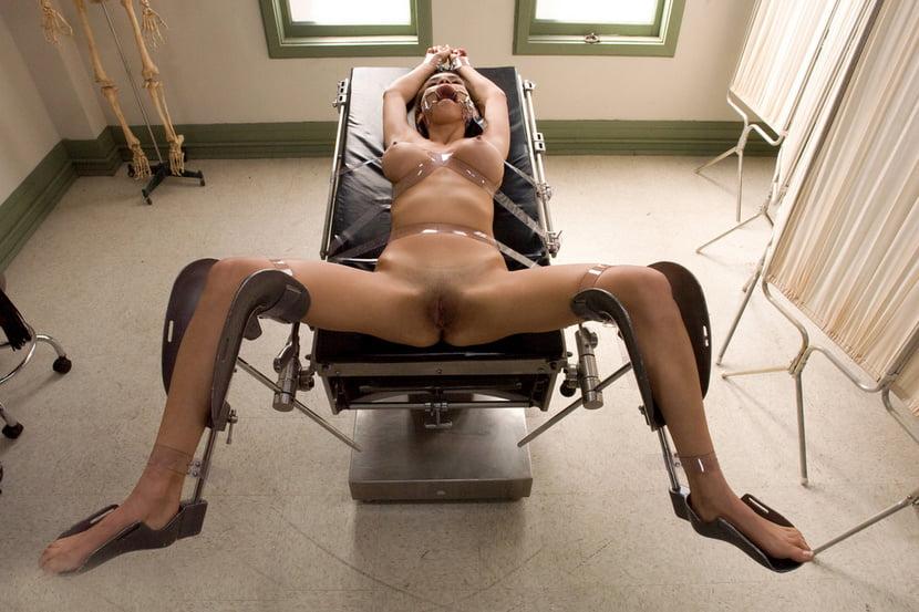 Порно что женщина привязана на кресле