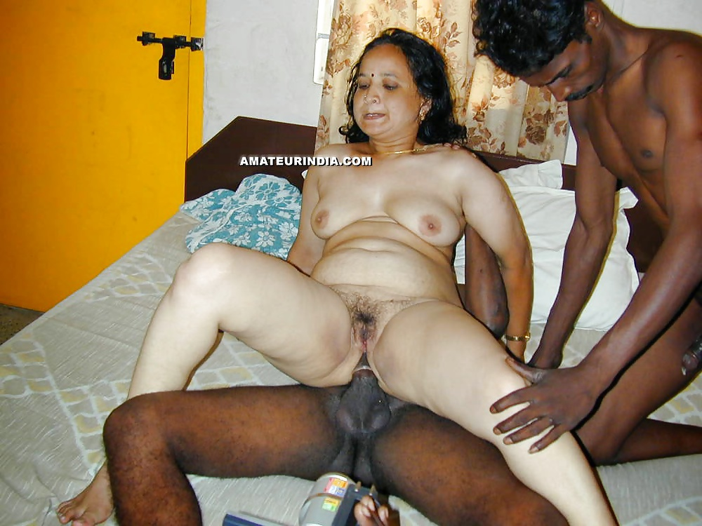 grandmom-india-fucking-nude-naked-desi-wives