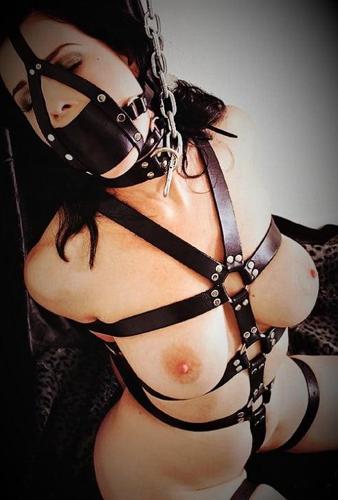 скачать порно ролики в наручниках