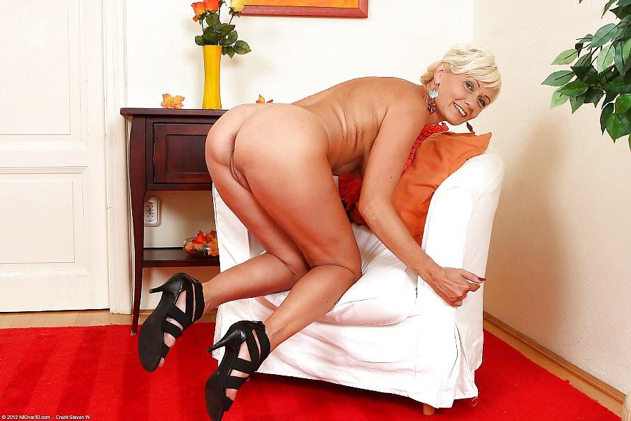 Xxx stripper in the hood mature photos nude
