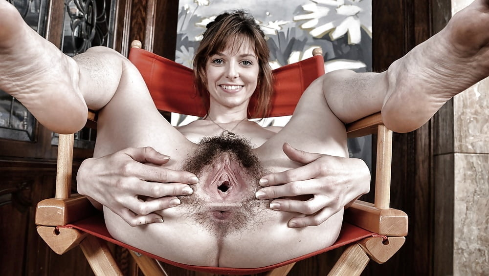 Women with very hairy pussies