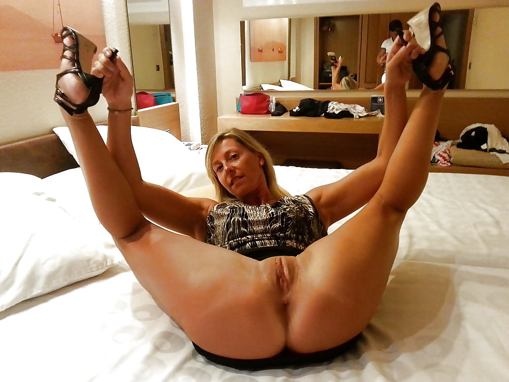 amatuer-legs-wide-naked-facial-blow-job