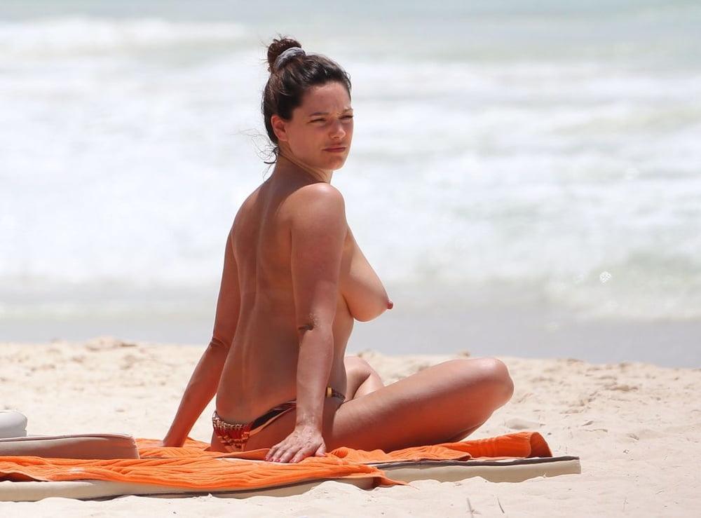 beach-tits-movie