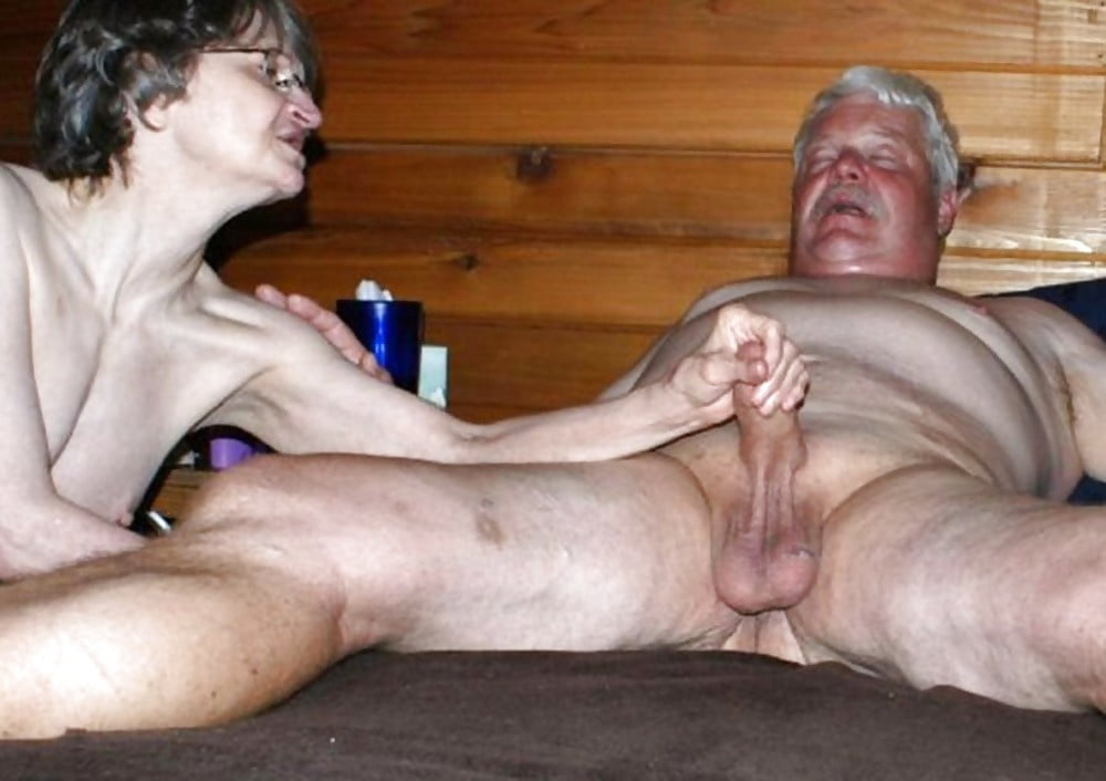 Big bottomed mature woman is having sex with a young man