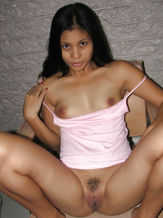 ameture-pinay-porn-sexy-naked-lady-in-bed-sucking-dick