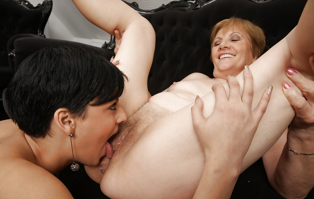 Dame Milf Upskirt Blowjob