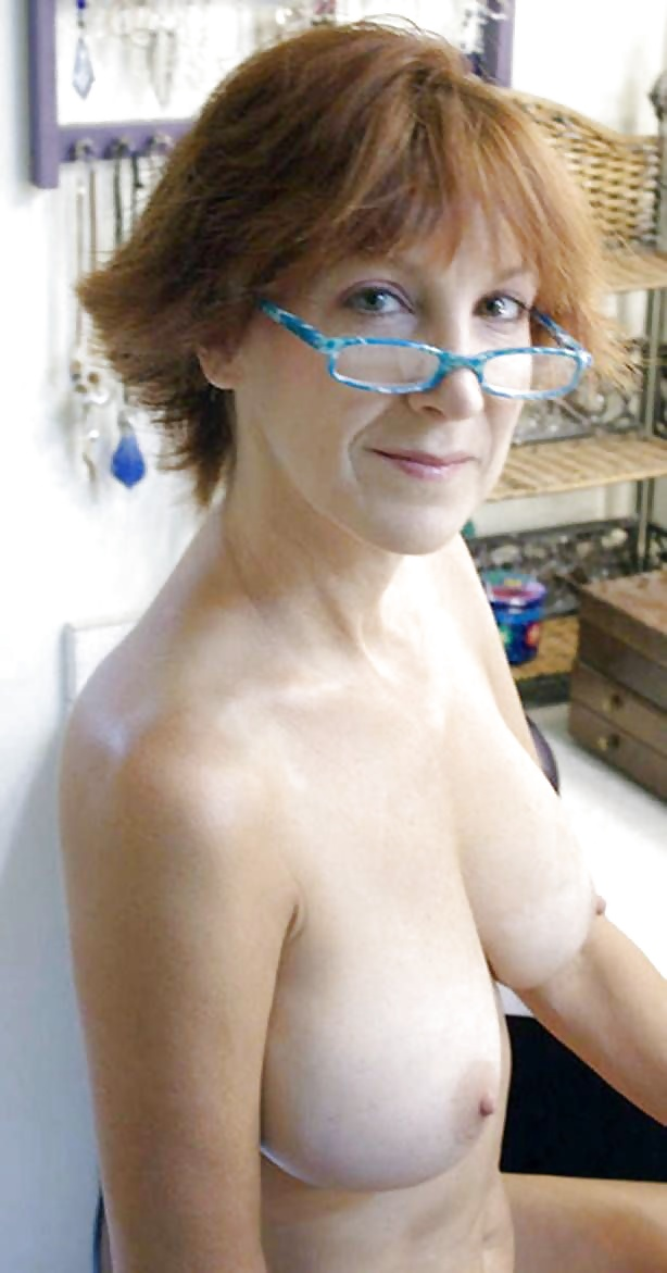 glasses-nude-naked-wife