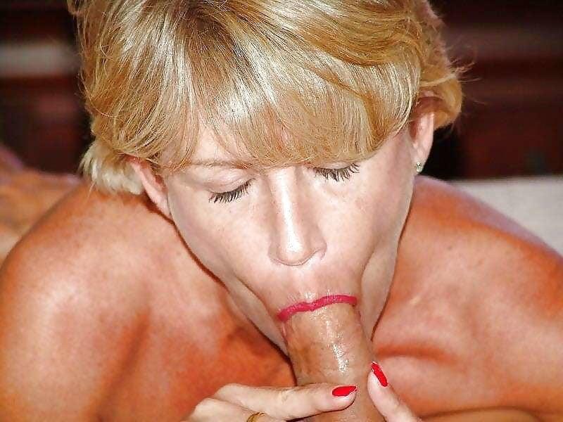Mature woman sucking cock