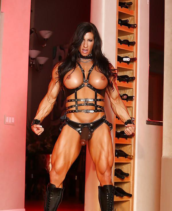 female-bodybuilder-strapon