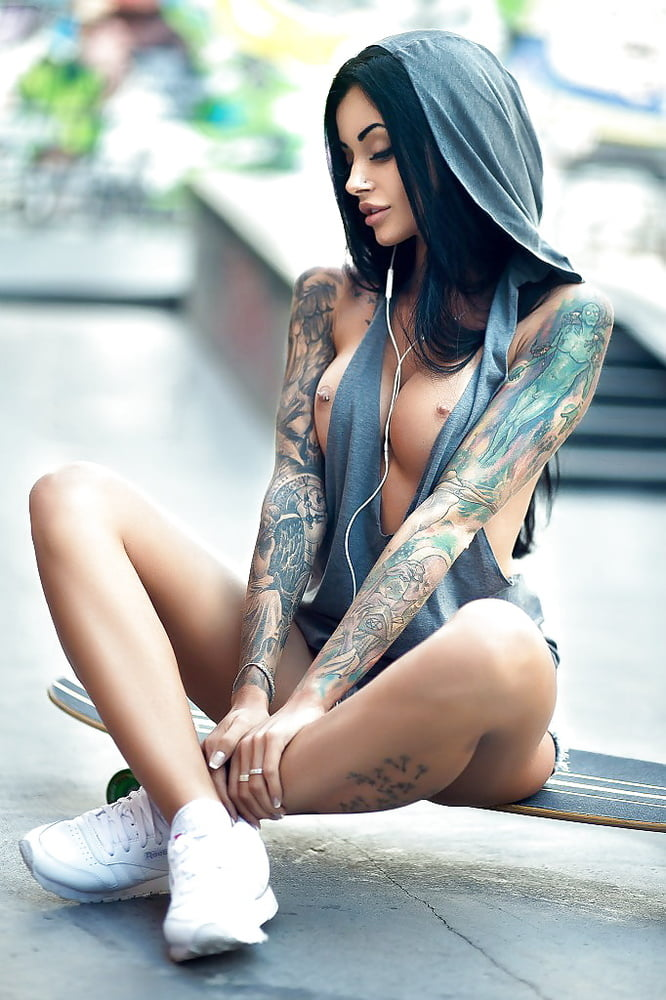 wives-big-sexy-naked-tattoo-girls-modeling-with-cars-puke