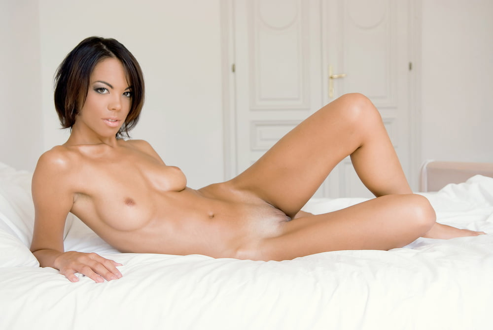 Hot naked pictures of maxine bahns