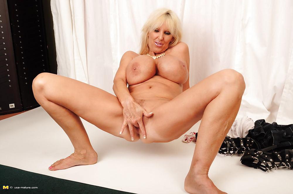 Dolly Granny Dicke Masturbieren