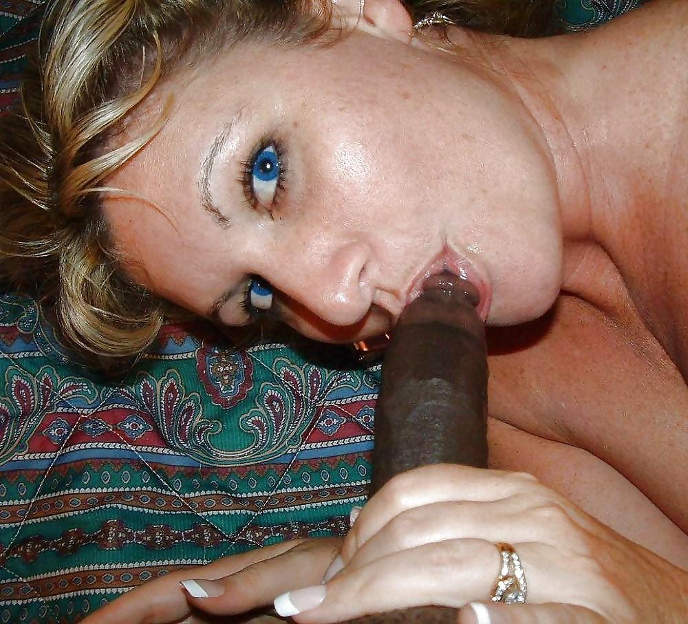 Free Wife Sucks Stranger Porn Pics