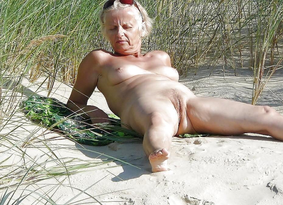 samuels-porn-grandma-splits-sex-nudity-ass