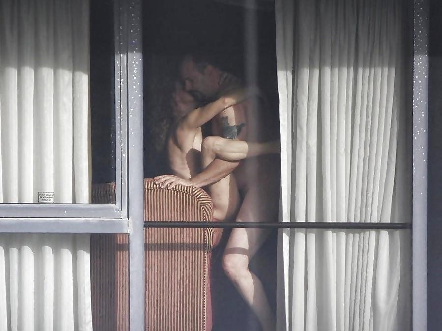 Секс видео через окно, японочка в автобусе мастурбировала свою пизду
