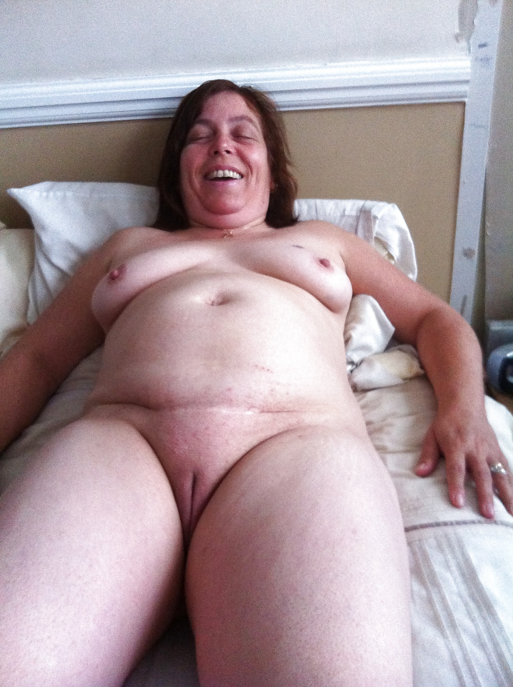 Photos Of Unaware Chubby Naked Wife
