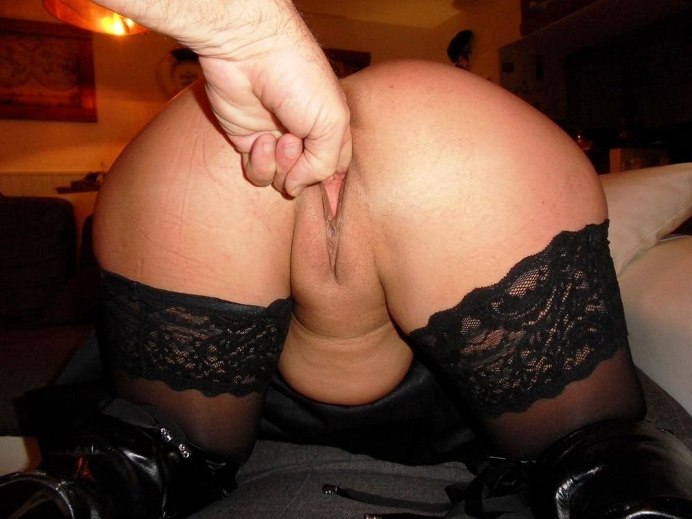 Slutty Milf Lisa Shows Her Hot Ass