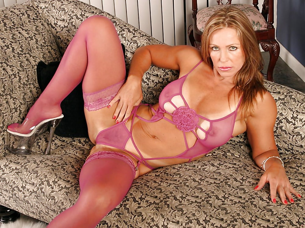 Alluring Milf Lexeigh Looking Sexy In Lingerie